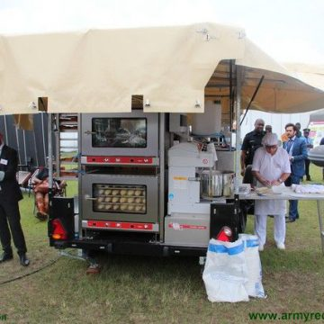 "armyrecognition.com – ""Feeding troops: Technic Export's TEX 250HJ mobile field bakery at ShieldAfrica 2017"" – Janv 2017"