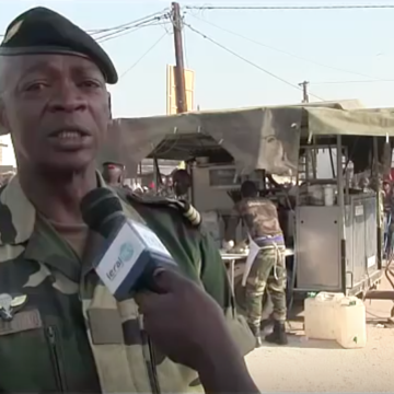 The Senegalese army distributes bread for pilgrims